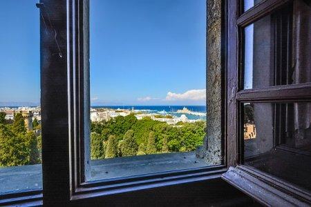 Какие лучше установить окна: пластиковые или деревянные