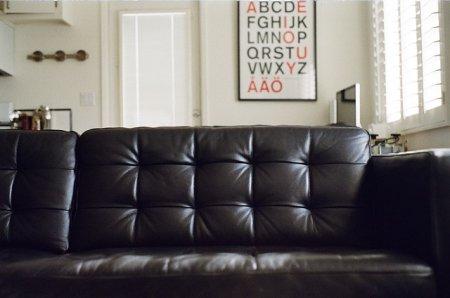 Грамотный выбор изделия из кожи: для мебели и ремонта
