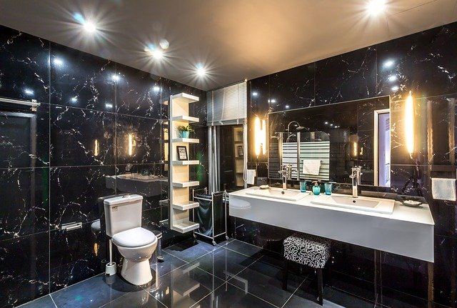Стеллажи и полки в ванной комнате